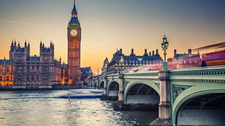معاهد اللغة المعتمدة في بريطانيا