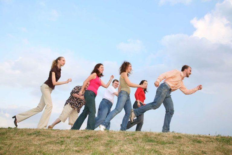 دليلك الكامل للتعرف عن أهم أسباب الفرح وتأثيره على صحة الإنسان /  بحر المعرفة