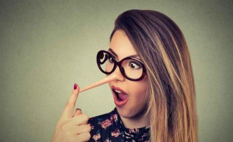 كيف تتعامل مع المراهق الكذاب ؟ تعرف على طرق التعامل مع كذب المراهق والعلاج الفعال له
