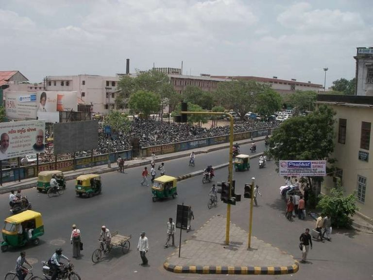 معلومات عن مدينة أحمد آباد الهند