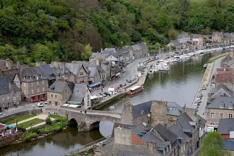 استمتع في قرية دينان الفرنسية الريفية … حقائق ومعلومات