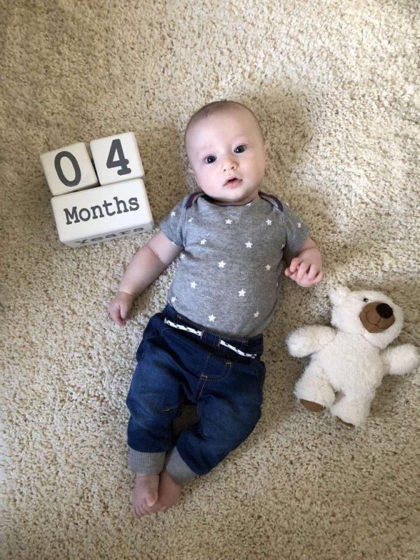 معلومات عن الأطفال في الشهر الرابع