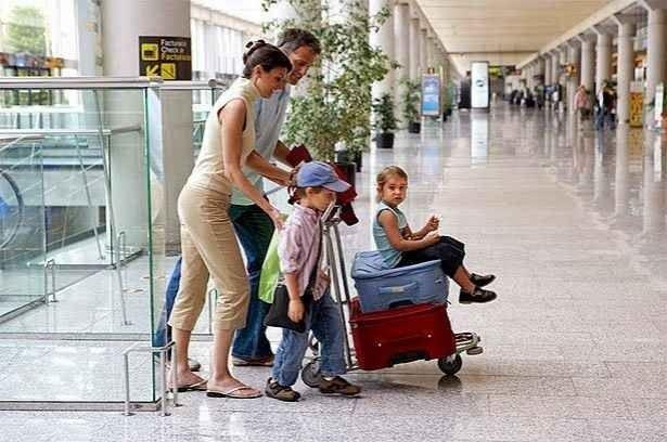 نصائح السفر مع الاطفال فى الطائرة