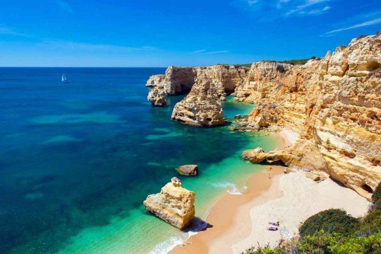 أجمل شواطئ البرتغال الساحرة  –