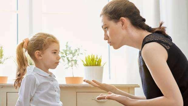 أخطاء شائعة في تربية الاطفال…. تعلم الطرق السليمة فى تربية طفلك وتحسين سلوكه