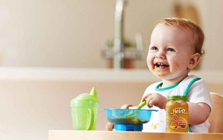 طعام الطفل الرضيع – الطعام الصحي لطفلك فى عامه الأول