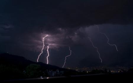 الفرق بين البرق والرعد…… تعرف على اهم ما يميز البرق عن الرعد l  بحر المعرفة