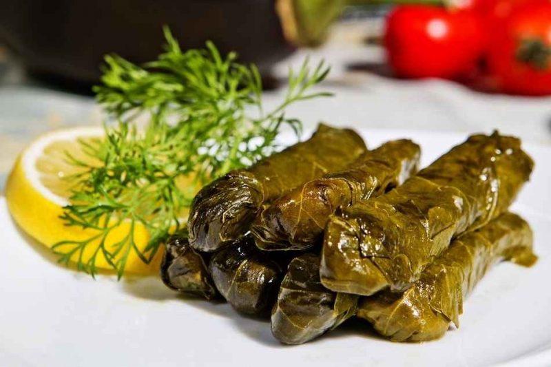 الأكلات المشهورة في اليونان .. تعرف على أشهر الأكلات في المطبخ اليوناني وأصولها