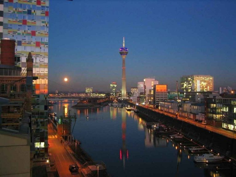 أسواق دوسلدورف في المانيا .. تعرف على عاصمة الازياء
