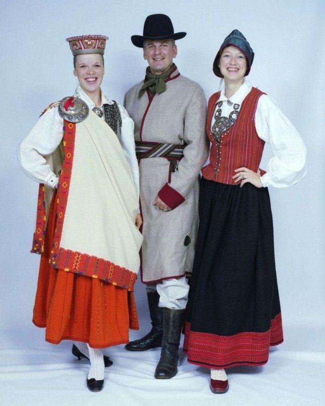 أسعار الملابس في لاتفيا .. الملابس التقليدية والمعاطف التراثية وملابس الرجال والنساء