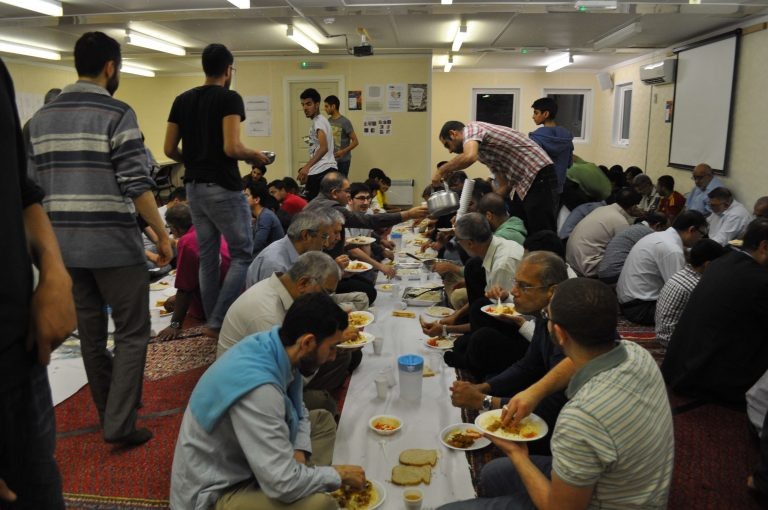 الصيام في لندن – تعرف على بعض الطقوس الخاصة بصيام المسلمين في لندن