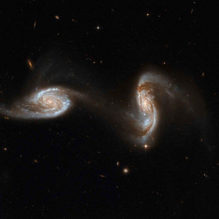 """تعرف على نوع هام من المجرات """" المجرات الاهليليجية """" .."""