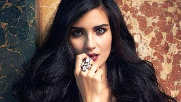 قصة حياة الممثلة التركية توبا ،، كيف بدأت مسيرتها الفنية؟ وأبرز أعمالها | بحر المعرفة
