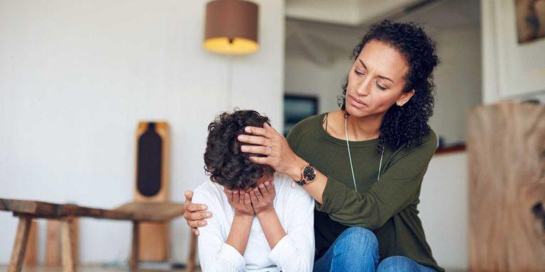 كيفية التعامل مع الطفل الذي يضرب نفسه