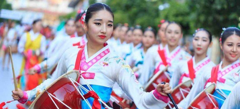عادات وتقاليد كوريا الجنوبية .. تعرف على أغرب وأبرز العادات التى يشتهر بها الكوريين..