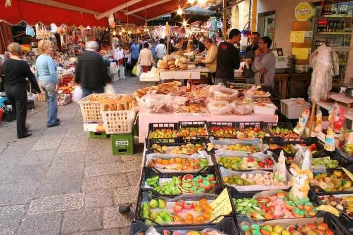 الأسواق الشعبية في بوكيت تايلند
