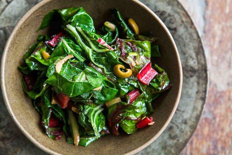 اكلات بالسلق …. تعرف على وصفات مغذية وشهية باستخدام السلق