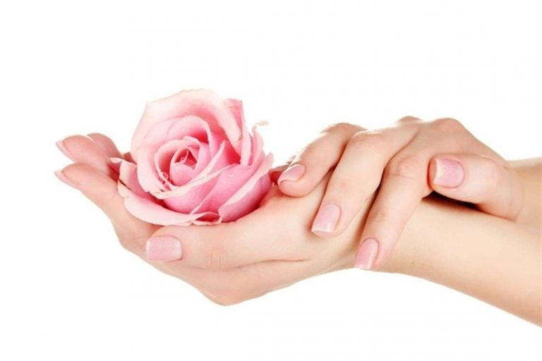 خلطة لتنعيم اليدين في الشتاء.. تعرف على أشهر 5 خلطات لنعومة الأيدي
